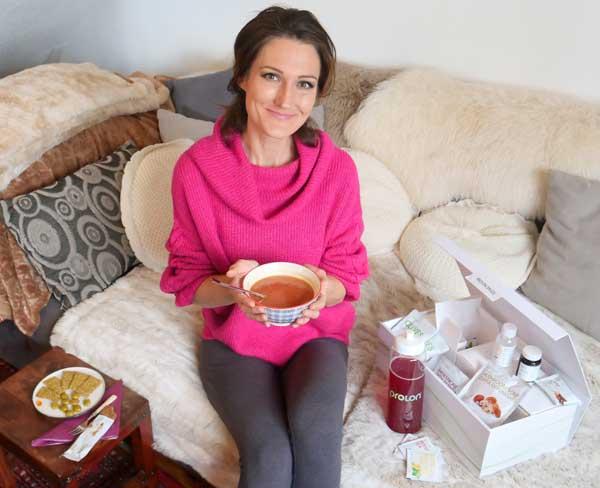 Sandra Exl beim Scheinfasten mit einer Scheinfasten-Diät-Box