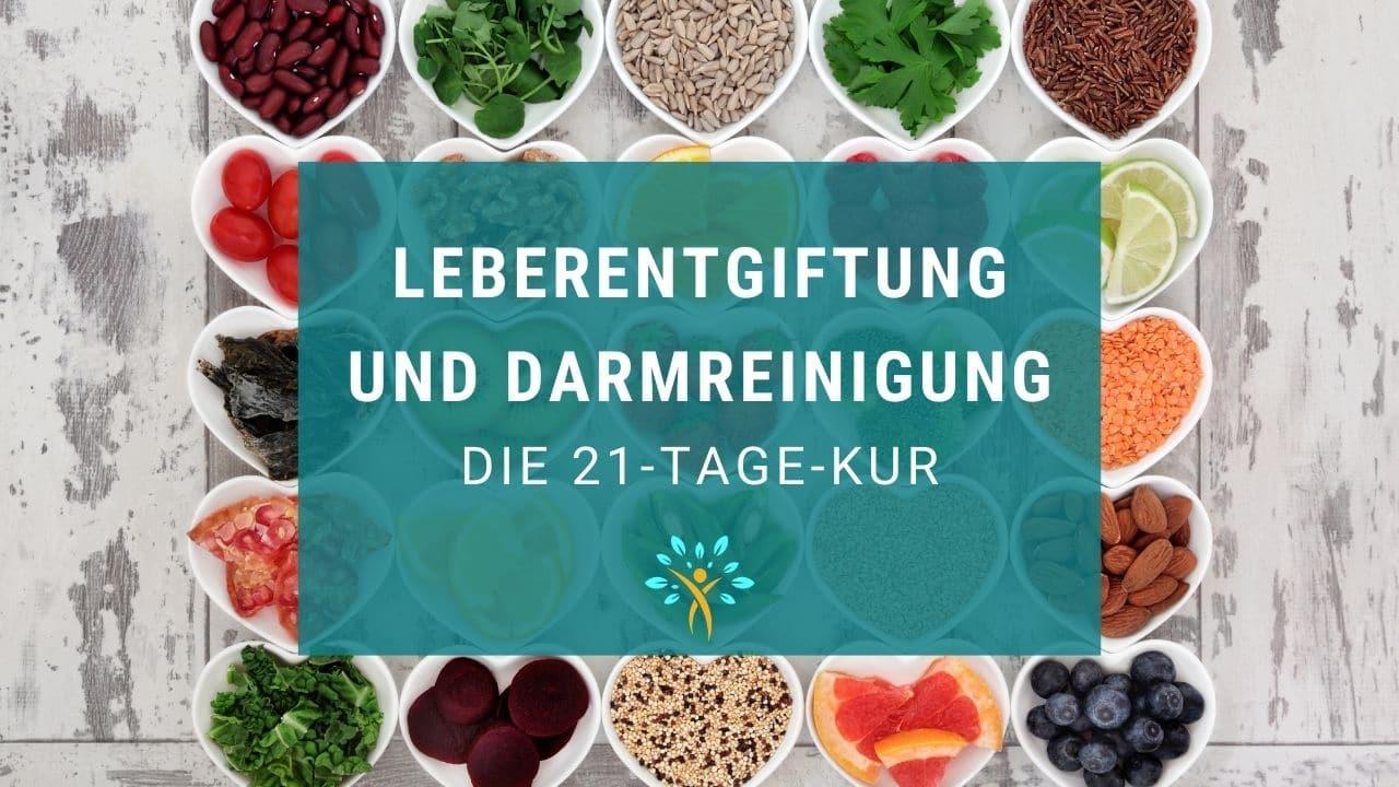 Schriftzug Leberentgiftung und Darmreinigung Anleitung zur Kur und verschiedene gesunde Lebensmittel